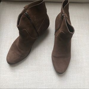 Bass Chrissy Brown Ankle Boots 10 EUC